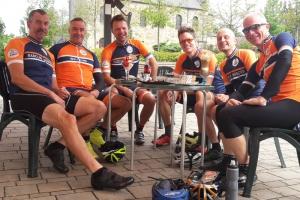 Kurze Cappuccino Pause bei Kilometer 80 in Ladbergen  | Foto: Michael Sandner